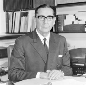 Personalities – Sir Murray Tyrrell CATEGORY: Photograph PRINCIPAL CREDIT: Australian News and Information Bureau FORMAT: b&w negative TYPE: cellulose acetate STATUS: preservation material