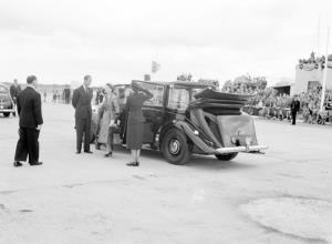 TITLE: Queen Elizabeth II and HRH arrive Parafield for Whyalla and Port Lincoln tour CATEGORY: photograph FORMAT: b&w negative STATUS: preservation material
